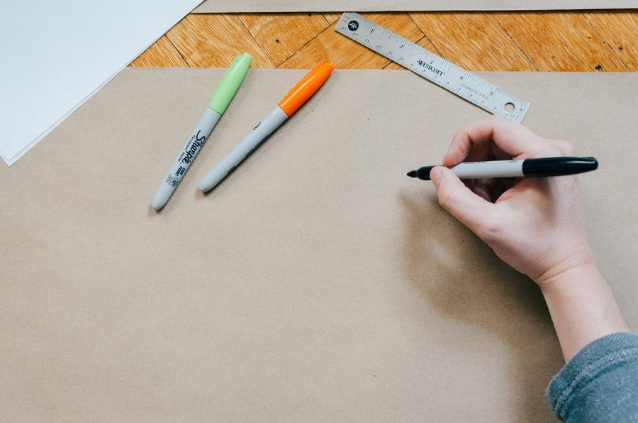 Vad skiljer mellan en AD och Designer? Vi reder ut titlarna.